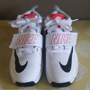 Boys Nike Team Hustle D8 JDI Basketball Shoes